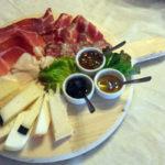 Piatto di affettati e formaggi al Ristorante Il Focolare di Fabro in Umbria